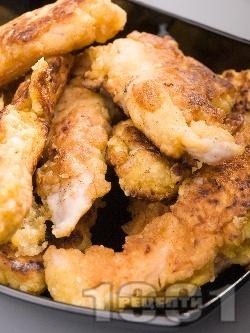 Вкусни панирани пилешки хапки от бяло месо (филе или бонфиле) в брашно, яйца и галета - снимка на рецептата